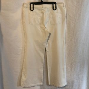 St John Collection 16 White Pants Embroidered 1124